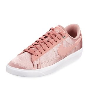 NIKE W BLAZER LOW SE Women Rust Pink Sneakers